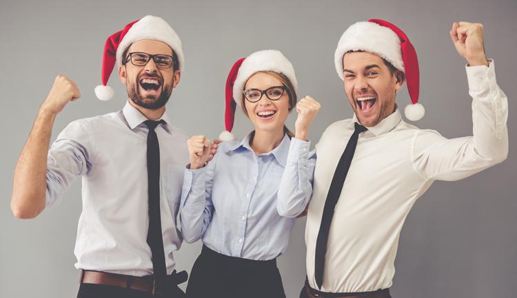 Co pracodawcy przygotowują dla pracowników na święta? Sprawdź!