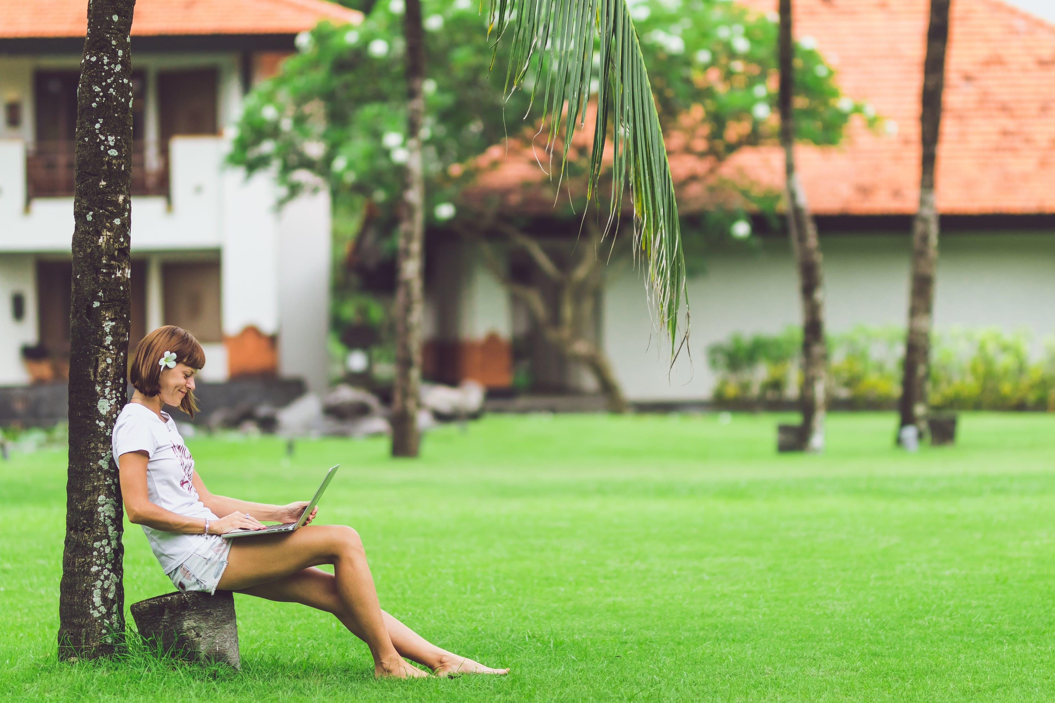 Praca w czasie urlopów i po godzinach ‒ w jakich branżach jest najgorzej, a w jakich najlepiej?